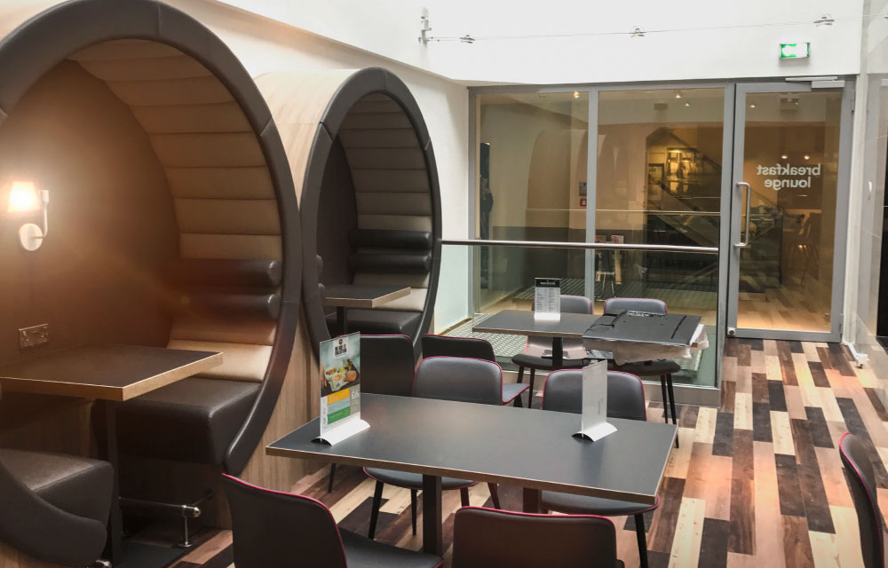 Side pods feature in the breakfast lounge